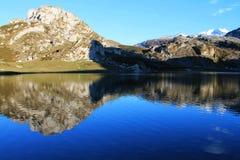 Lago Ercina, Cangas de OnÃs, Spanien Stockbilder