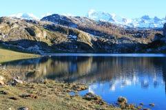 Lago Ercina, Cangas de OnÃs, Spanien Lizenzfreie Stockfotos
