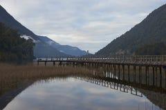 Lago escénico a lo largo del Carretera austral Foto de archivo