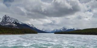 Lago escénico Maligne imagenes de archivo