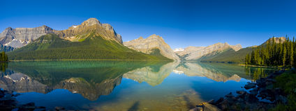 Lago escénico mountain Fotos de archivo libres de regalías
