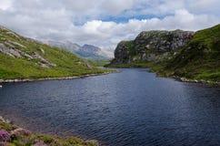 Lago escocés (lago) en paisaje de la montaña Fotos de archivo libres de regalías