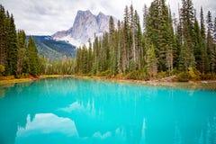 Lago esmeralda, Canadá imágenes de archivo libres de regalías