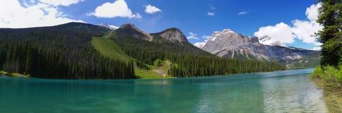 Lago esmeralda en el parque nacional de Yoho Foto de archivo libre de regalías