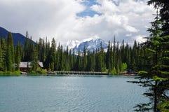 Lago esmeralda en el parque nacional de Yoho Imagenes de archivo