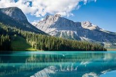 Lago esmeralda en el parque nacional de Yoho Imágenes de archivo libres de regalías