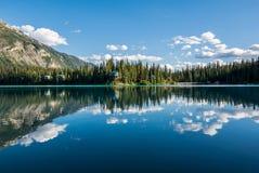 Lago esmeralda en el parque nacional de Yoho Imagen de archivo