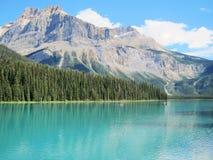Lago esmeralda, Rockies canadienses Imagenes de archivo