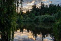 Lago evening, lago en la puesta del sol Foto de archivo