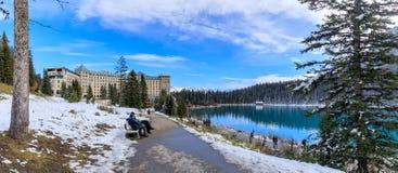Lago famoso Louise Hotel chateau de Fairmont no parque nacional de Banff fotos de stock royalty free