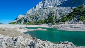 Lago Fedaia Fedaia jezioro, Fassa dolina, Trentino Altowy Adige, sztuczny jezioro i tama blisko Canazei miasta, lokalizować przy  Zdjęcie Stock