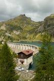Lago Fedaia nelle alpi delle dolomia, Italia Fotografie Stock Libere da Diritti