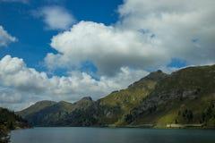 Lago Fedaia nelle alpi delle dolomia, Italia Fotografia Stock Libera da Diritti