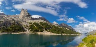 Lago Fedaia nelle alpi delle dolomia, Italia Immagini Stock