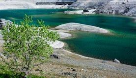 Lago Lago Fedaia Fedaia, valle de Fassa, Trentino Alto Adige, un lago artificial y una presa cerca de la ciudad de Canazei, situa imagenes de archivo