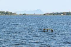 Lago Fogliano com opiniões San Felice Circeo Foto de Stock Royalty Free