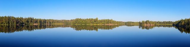 Lago forest en la calma de un verano imágenes de archivo libres de regalías