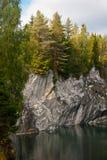 Lago forest en las rocas Foto de archivo libre de regalías