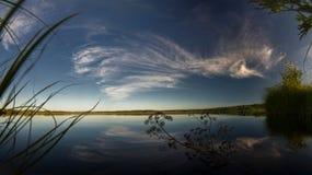 Lago forest in tempo calmo Immagini Stock Libere da Diritti