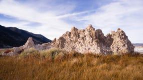 Lago formation de la toba volcánica el mono apuntala paisaje de la naturaleza Fotografía de archivo libre de regalías