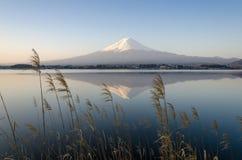 Lago fuji Kawakuchiko de la montaña Imágenes de archivo libres de regalías