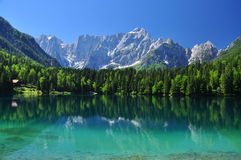 Lago Fusine, alpes italianos, região de Friuli, Italy Foto de Stock Royalty Free
