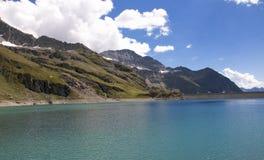 Lago Gabiet en las montañas de Monterosa imagenes de archivo