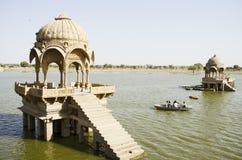 Lago gadi Sagar, Jaisalmer, Ragiastan, India, Asia immagini stock libere da diritti