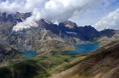 Lago Gangabal e lago Nundkol na base da montagem Harmukh em Kashmir, Índia imagens de stock