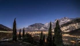 Lago garda di Buon Natale di Torbole di notte Fotografie Stock Libere da Diritti