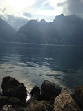 Lago Garda las montañas Foto de archivo libre de regalías