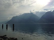 Lago garda le montagne Fotografia Stock