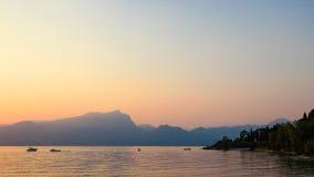 Lago Garda no por do sol Fotografia de Stock