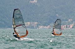 Lago Garda Torbole que windsurfing Imagens de Stock