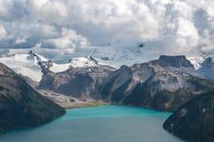 Lago Garibald y montaña de la tabla Imagenes de archivo