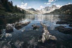 Lago garnet nella sierra Nevada Mountains Immagini Stock Libere da Diritti