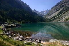 Lago Gaube in montagne dei Pyrenees Fotografia Stock