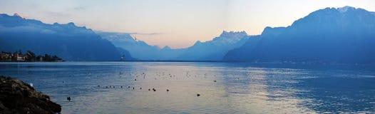 Lago Genebra na noite fotografia de stock