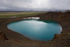 Lago geotermico dentro del cratere e le colline di Viti dietro, Kraf Fotografie Stock