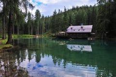 Lago Ghedina pelo lado Fotos de Stock Royalty Free