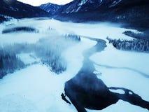 Lago ghiacciato Kanas nell'inverno Fotografia Stock