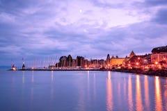 Lago Ginebra en la noche foto de archivo