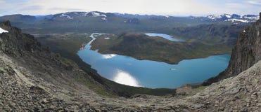 Lago Gjende da catena montuosa Bessenggen Immagine Stock