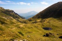 Lago glacial nas montanhas Carpathian Imagem de Stock