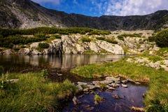 Lago glaciale alto nelle montagne carpatiche Immagine Stock Libera da Diritti