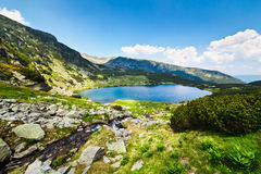 Lago glaciale Calcescu in montagne di Parang, Romania Fotografia Stock