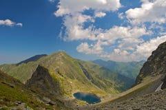 Lago glaciale Caltun dalle montagne di Fagaras Immagini Stock Libere da Diritti
