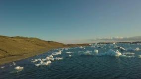 Lago glaciale in Islanda stock footage
