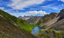 Lago glacier en valle de la ejecución Imagenes de archivo
