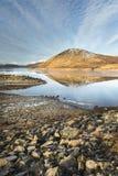 Lago Glascarnoch en las montañas de Escocia Imagen de archivo libre de regalías